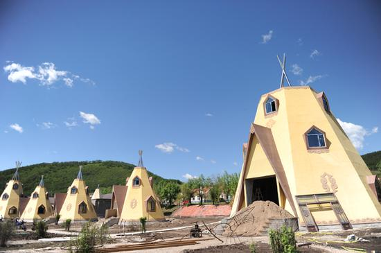猎民村传统建筑成为一道吸引游客的风景线
