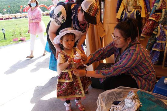 蒙古元素服饰受欢迎
