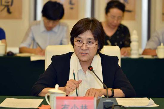 7月17日下午,内蒙古自治区政府与国务院第四督查组督查工作衔接会在呼和浩特召开。内蒙古自治区党委副书记、内蒙古自治区主席布小 林主持会议并作了表态发言。 金泉 摄