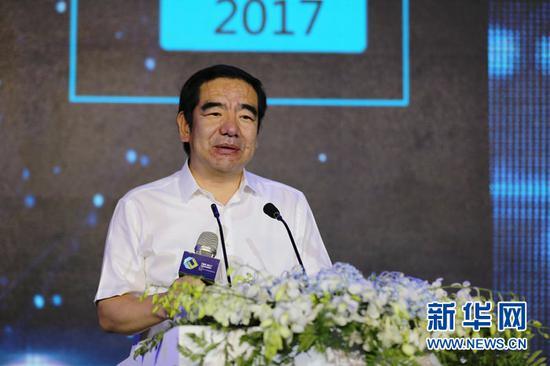 乌兰察布市副市长王心宇在全国高校创新创业高峰论坛上致辞( 杨腾格尔 摄)