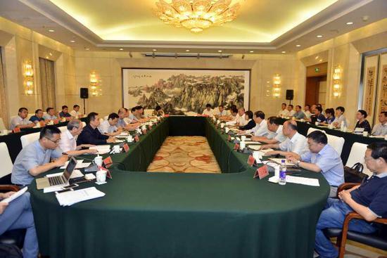 7月17日下午,自治区政府与国务院第四督查组督查工作衔接会在呼和浩特召开。金泉 摄