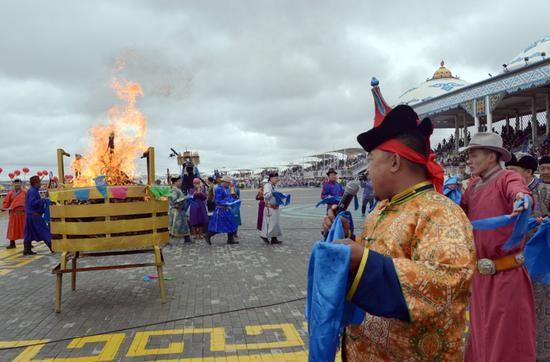 隆重的祭火仪式
