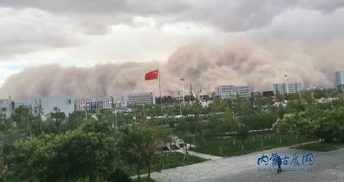沙尘暴看起来是白色的 就像是工厂排出的烟