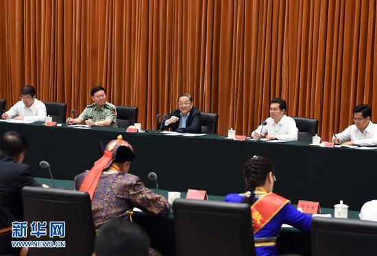 俞 正声出席呼和浩特市庆祝内蒙古自治区成立70周年座谈会并讲话。