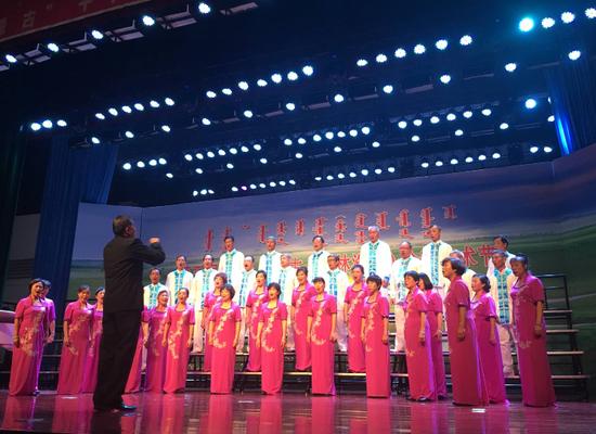 来自广东的合唱团演唱《龙的传人》