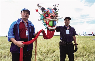 包头市风筝协会自制的长龙风筝