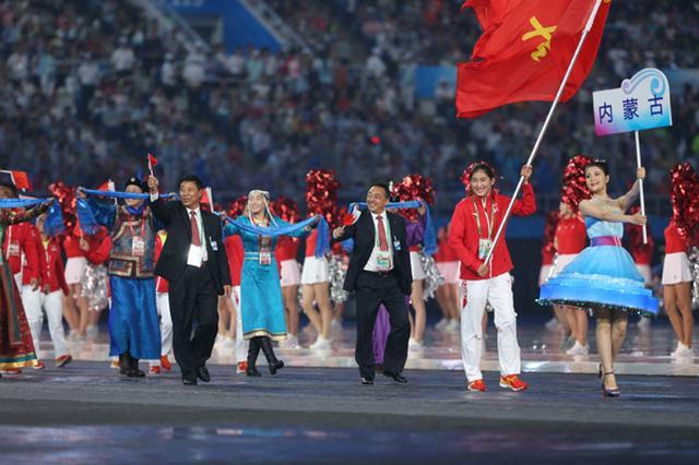 内蒙古体育代表团亮相全运会 李倩担任旗手