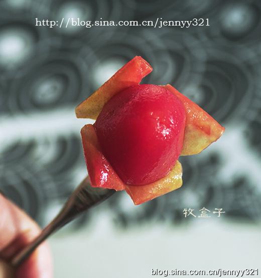20.第二天将冰镇的小番茄从冰箱取出,非常美味的冰镇梅汁小番茄就    完成啦,开吃吧!