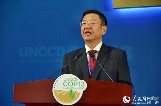 《联合国防治荒漠化公约》第十三次缔约方大会主席张建龙致辞。