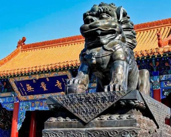 """大召,汉名""""无量寺"""",蒙语称""""伊克召""""意为""""大庙"""";位于呼和浩特市玉泉区大召前街,始建于明朝万历七年,次年建成。"""