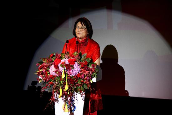 麦丽丝在第26届中国金鸡百花电影节开幕式上。内蒙古日报社融媒体记者于涛摄