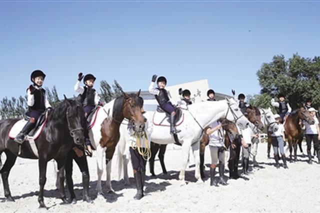 内蒙古自治区推出特色体育课:万名少年上马背