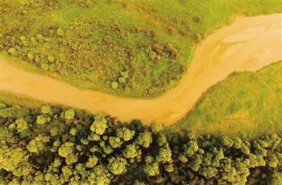航拍浑河两岸秋景