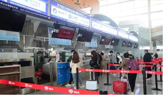 图:呼和浩特机场航站楼内值机柜台