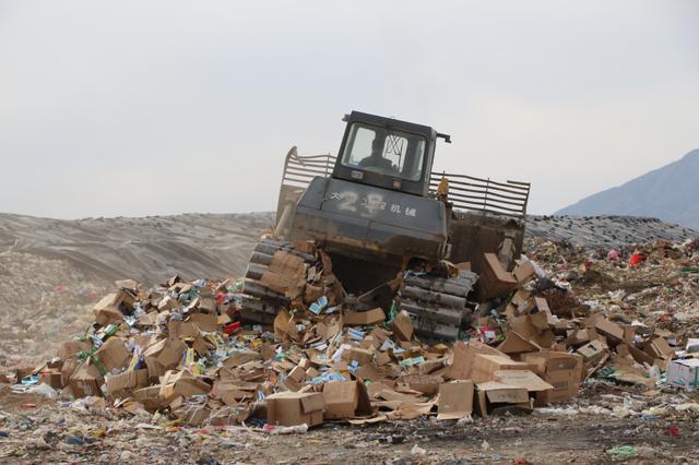 呼和浩特市集中销毁假劣过期食品药品