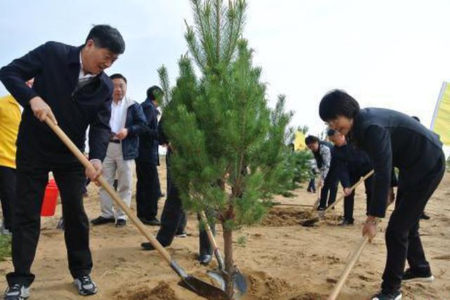 世界地球日 中国第七大沙漠植树5万株