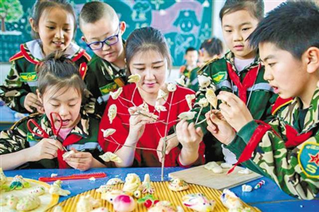 """面塑""""寒燕""""进校园 感受传统节日中的丰富文化内涵"""