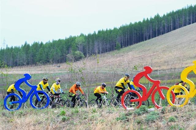 5月20日内蒙古兴安盟阿尔山举行骑游挑战赛