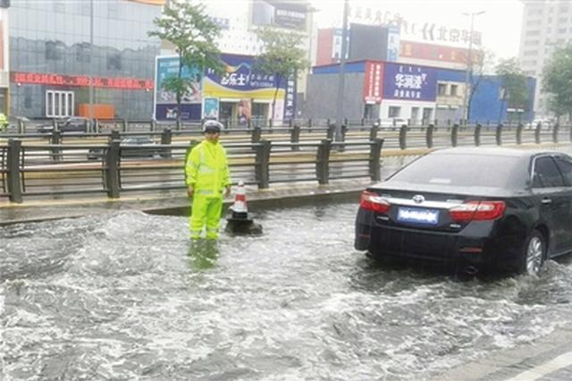 我市普降小到中雨各部门积极应对降雨天气