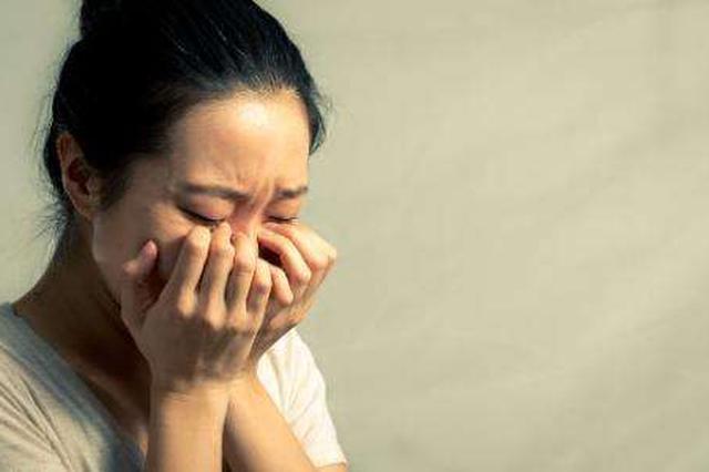 锡林浩特一女子想卧轨 只因与丈夫感情不和