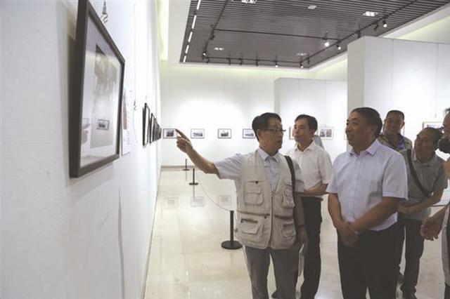 内蒙古自治区首届纪实摄影展在赤峰美术馆开展