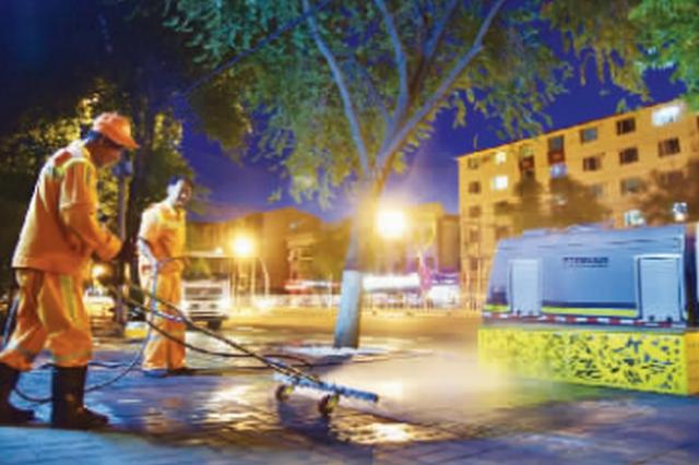 """提升道路净化水平 机器冲洗+人工保洁给街道""""洗澡"""""""