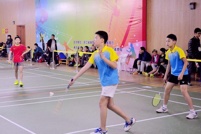 呼和浩特市业余羽毛球联赛及青少年积分赛 今日开拍