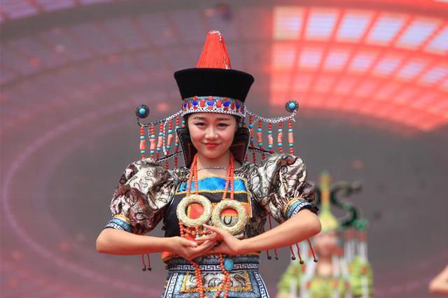 蒙古族服装服饰展风情
