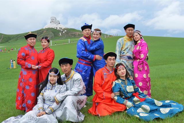 内蒙古霍林郭勒举行草原婚礼节
