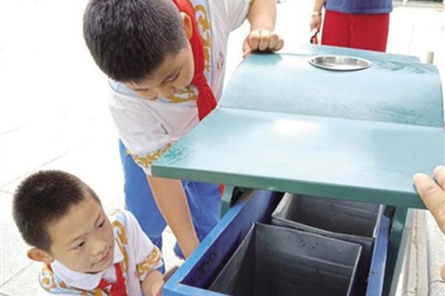 呼和浩特市满族小学志愿者小分队清洁城市环境