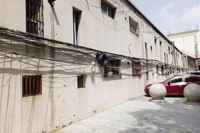 呼和浩特市楼后电线乱如麻 两个月两次着火