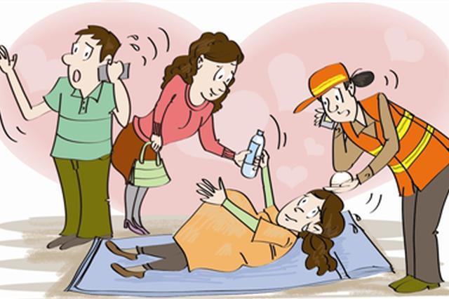 孕妇列车上临产剧痛难忍 紧急情况众人合力救助