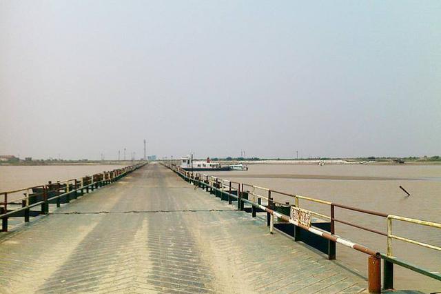 包头市地方海事处全面部署黄河浮桥防汛工作
