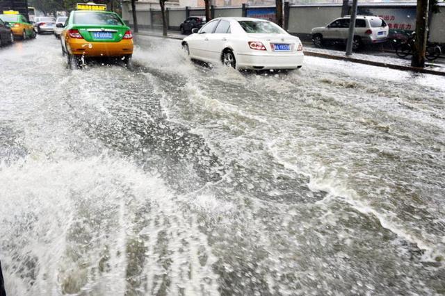 强降水来袭 内蒙古多地发生暴雨 东部旱情缓解