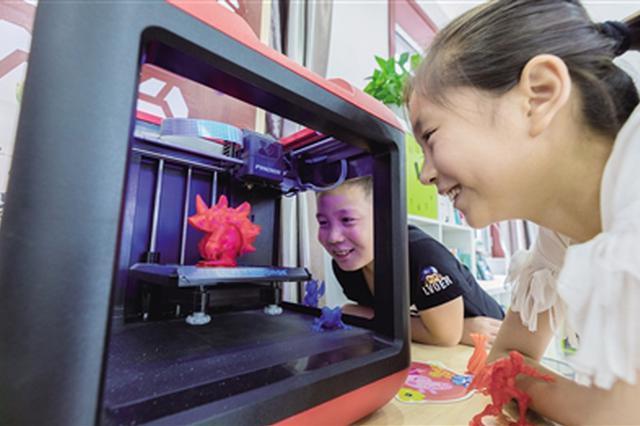 呼和浩特一社区公益课堂暑期带领孩子体验3D打印