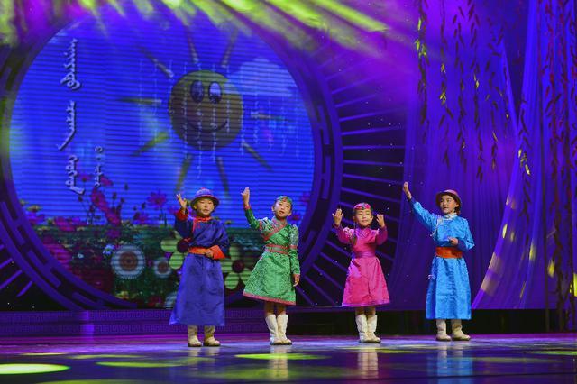 草原诗画——第15届草原文化节蒙古语诗歌朗诵会举行