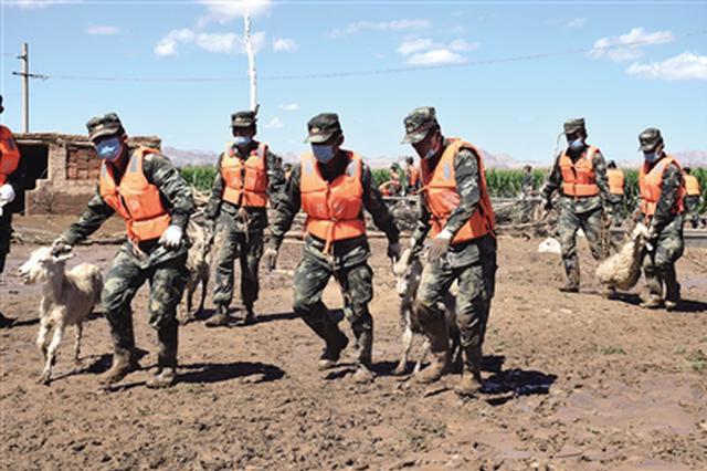 乌拉特前旗7月抗洪抢险救灾 筑牢一道道冲不垮的堤坝