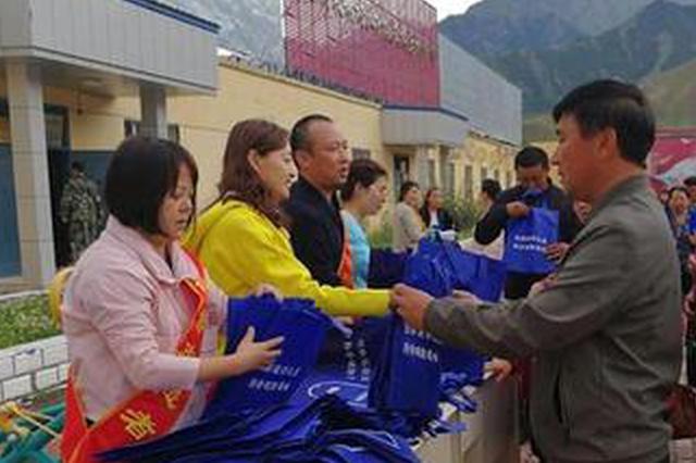 内蒙古科协组织专家精准扶贫:惠及10万农牧民