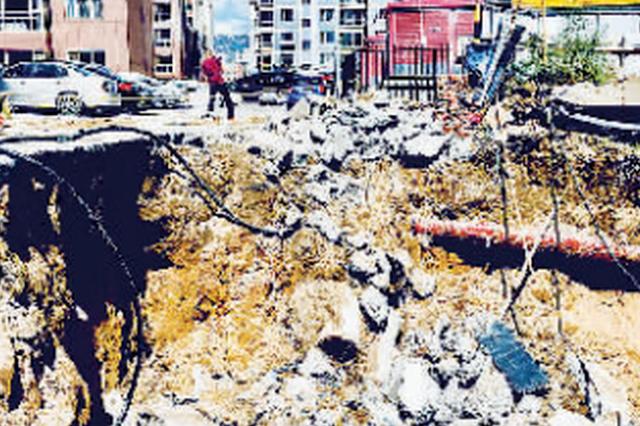 呼和浩特市天府花园再次出现塌方 塌方时楼在晃动