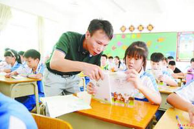 冯玉臻赴学校慰问时强调:努力提高教学质量和办学水平
