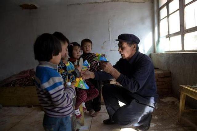 扎兰屯:全覆盖帮扶 不让一名贫困子弟辍学