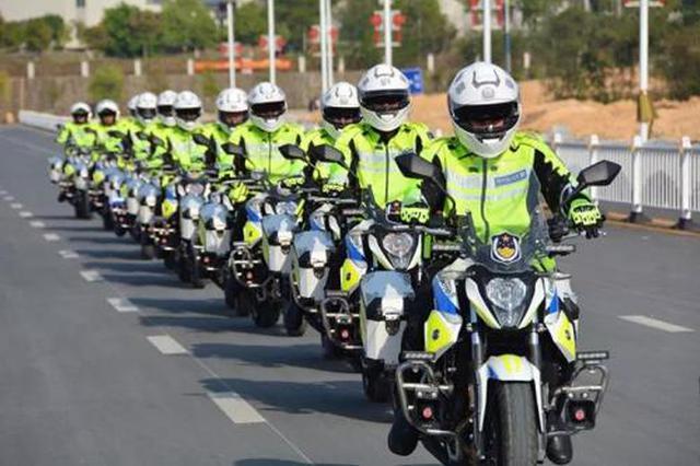 乌海首支交警铁骑队亮相街头 加强快速处置能力