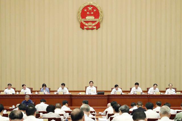 内蒙古自治区十三届人大常委会召开第18次主任会议