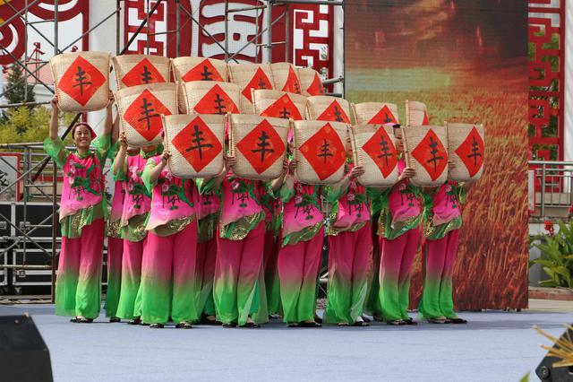准格尔旗喜迎首届中国农民丰收节 共同欢庆五谷丰登