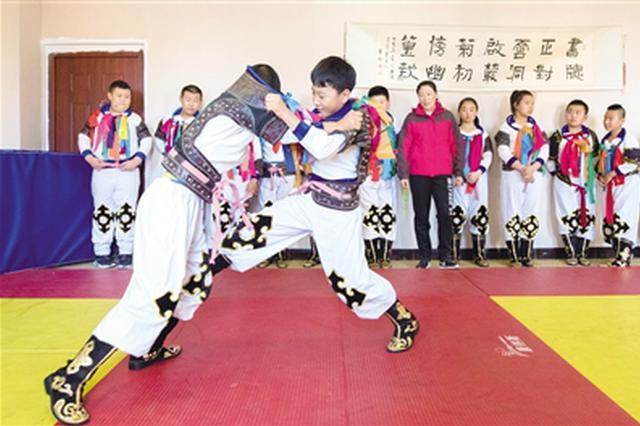 弘扬和传承民族文化 国家级非遗项目蒙古族搏克进校园