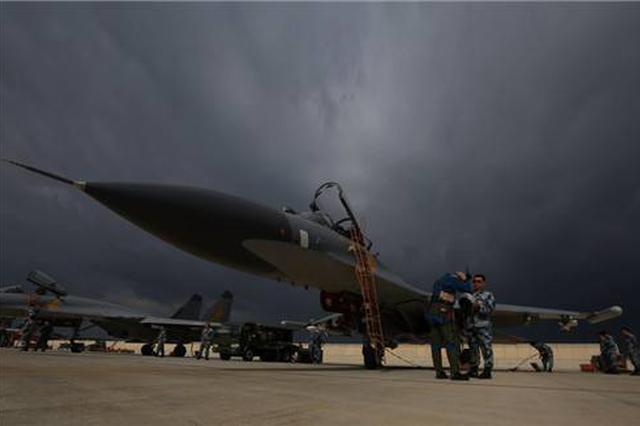 中国人民解放军海军面向内蒙古首次征召海军飞行学员