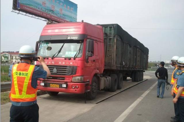 托县检测站工作人员当黄牛:给钱私改大货车也能过关