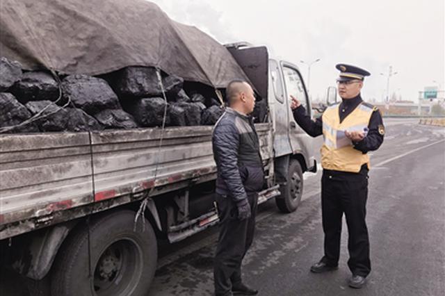 玉泉區城管部門開展散煤運輸車輛治理行動