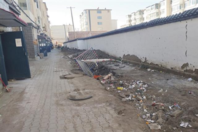 居民小區供水改造施工 道路坑洼塵土飛揚