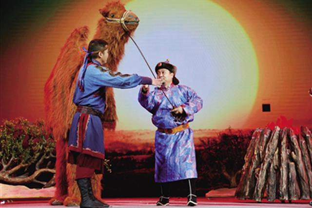 《驼峰上的乌拉特》在乌兰牧骑剧场开演